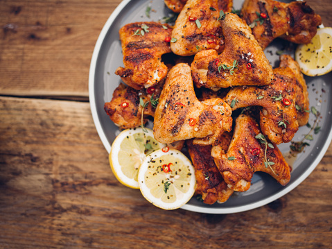 Recipe「Crispy chillie sprinkled chicken wings on a plate」:スマホ壁紙(8)