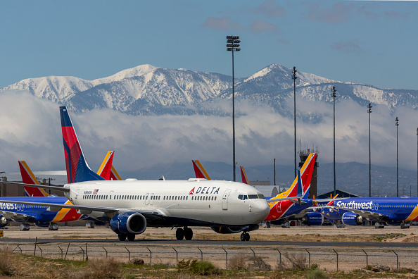 Commercial Airplane「Airlines Park Planes In Southern California Due To Coronavirus Slowdown」:写真・画像(11)[壁紙.com]