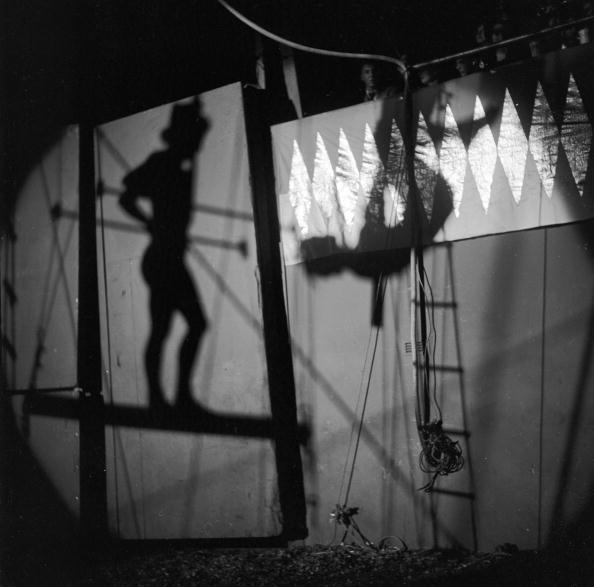 Circus Tent「Shadow Trapeze」:写真・画像(2)[壁紙.com]