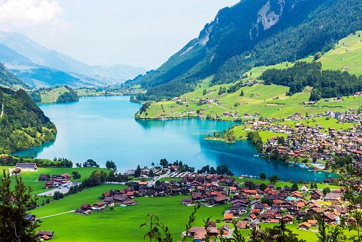 Chalet「Valley of Lake Lungern or Lungerersee in Obwalden, Switzerland」:スマホ壁紙(3)