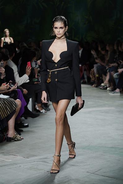 Catwalk - Stage「Versace - Runway - Milan Fashion Week Spring/Summer 2020」:写真・画像(0)[壁紙.com]