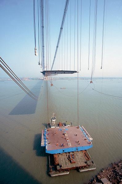 Suspension Bridge「Suspension hangers and unconnected deck section. Deck Section Lift. Jiang Yin suspension Bridge across the Yangtse River, China. Contractor is Cleveland Bridge.」:写真・画像(6)[壁紙.com]