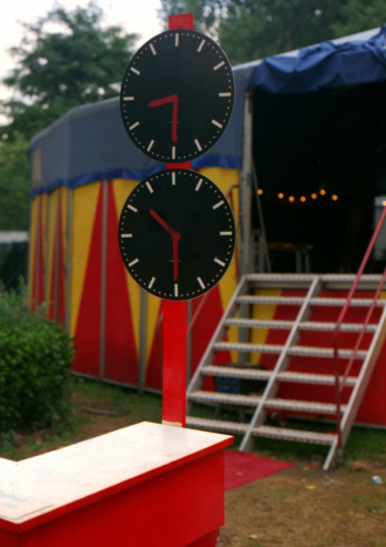 Entertainment Tent「circus clock in front of circus stairs and tent」:スマホ壁紙(5)