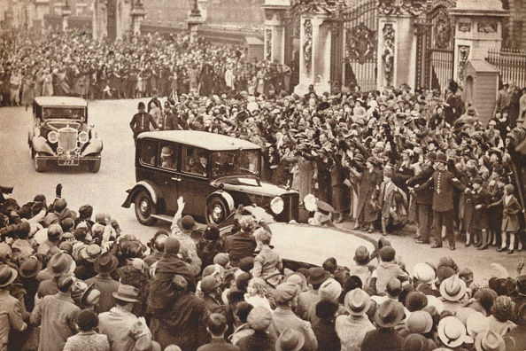 Mode of Transport「'George VI and Queen Elizabeth leave Buckigham Palace to holiday in Windsor', 1937」:写真・画像(13)[壁紙.com]