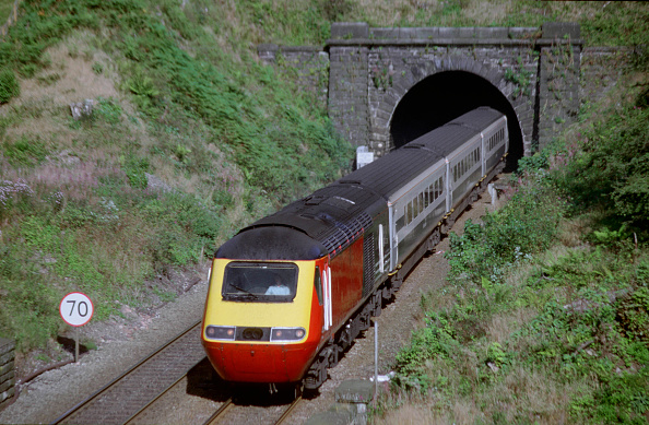 Mountain Peak「A Midland Mainline Rio service is seen here emerging from a tunnel on the Hope Valley line in the Peak District national park shortly after passing through Edale Station. This train started its journey at London St Pancras and will terminate at Mancheste」:写真・画像(17)[壁紙.com]
