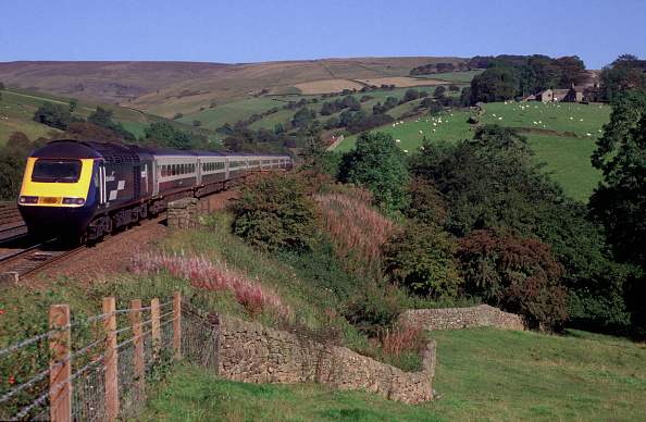 Mountain Peak「A Midland Mainline Rio service is seen here traveling along the picturesque Hope Valley line in the Peak District national park shortly after passing through Edale Station. This train started its journey at London St Pancras and will terminate at Manches」:写真・画像(19)[壁紙.com]