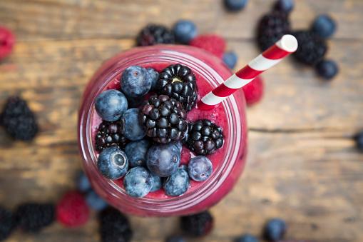 Mash - Food State「Glass of blueberry blackberry smoothie」:スマホ壁紙(1)
