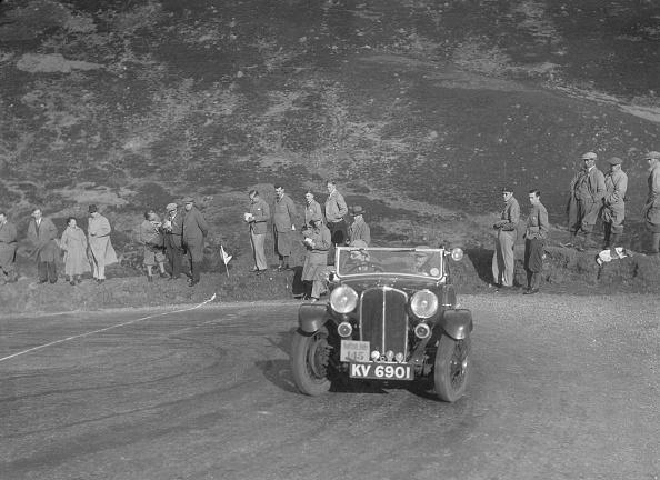 Hairpin Curve「Triumph Gloria of Mrs M Montague-Johnstone, RSAC Scottish Rally, Devil's Elbow, Glenshee, 1934」:写真・画像(2)[壁紙.com]