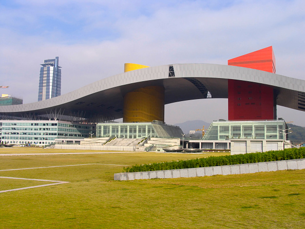 Government Building「Shenzhen City Hall building, Shenzhen, Guangdong, China, 2004.」:写真・画像(10)[壁紙.com]