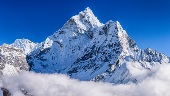 Ama Dablam「Panorama of beautiful Mount Ama Dablam in  Himalayas, Nepal」:スマホ壁紙(10)