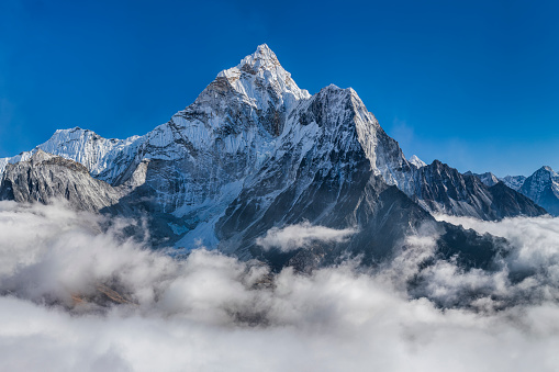 Ama Dablam「Panorama of beautiful  Mount Ama Dablam in  Himalayas, Nepal」:スマホ壁紙(1)