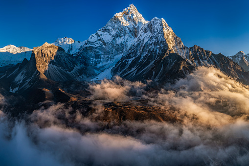 Ama Dablam「Panorama of beautiful  Mount Ama Dablam in  Himalayas, Nepal」:スマホ壁紙(3)