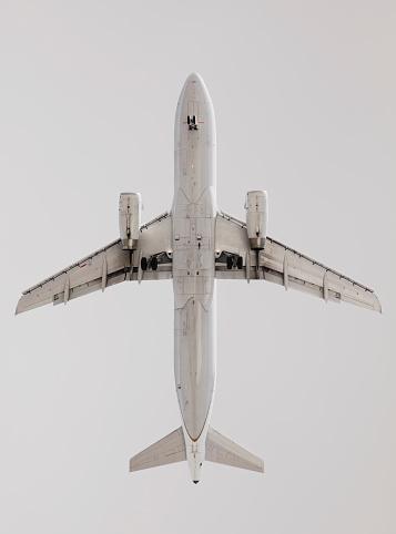 Below「Airplane in flight near airport」:スマホ壁紙(4)