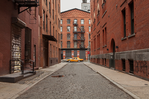 Alley「cobblestone Alley in tribeca with taxi passing by」:スマホ壁紙(4)