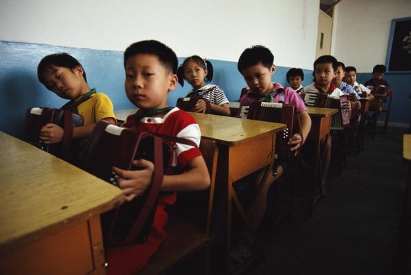 Tom Stoddart Archive「Chinese School Accordionists」:写真・画像(3)[壁紙.com]