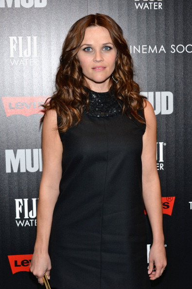 """Brown Hair「The Cinema Society With FIJI Water & Levi's Present A Screening Of """"Mud"""" - Arrivals 」:写真・画像(10)[壁紙.com]"""