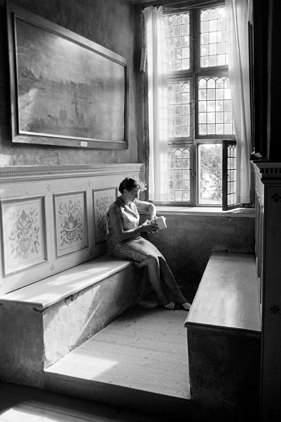Wood Paneling「Woman In The Corner Of A Room」:写真・画像(19)[壁紙.com]