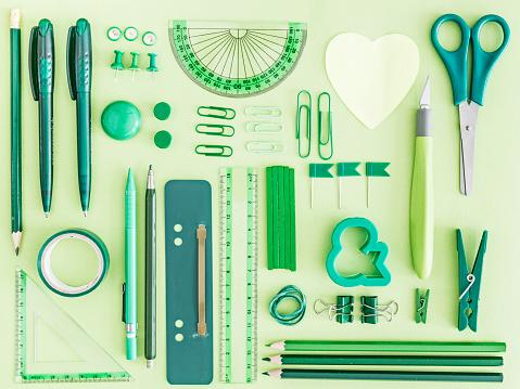 Office Supply「Green office supplies on green background」:スマホ壁紙(19)