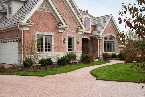 Customized「Lovely red brick upscale home with concrete driveway.」:スマホ壁紙(5)