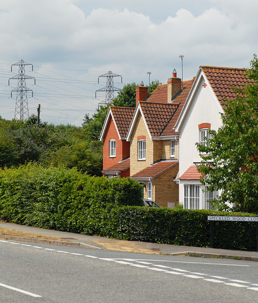Road「New housing estate with electric pylons in the background」:写真・画像(6)[壁紙.com]