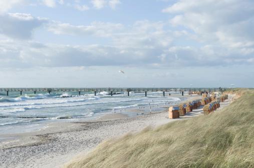 Seagull「Germany, Mecklenburg Western Pomerania, Seagull flying at Baltc Sea」:スマホ壁紙(12)