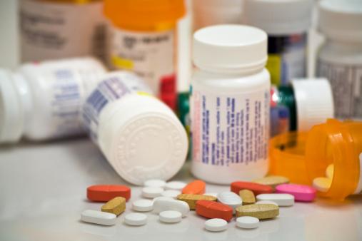 Spilling「medicine pills and bottles」:スマホ壁紙(18)