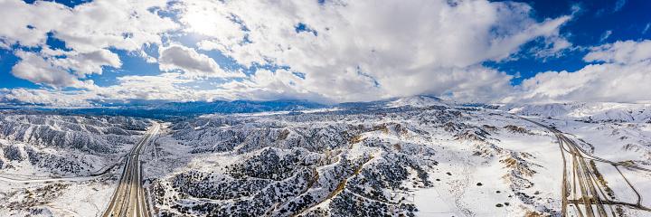 グレープバイン山「カリフォルニア・グレープバインの空中と州間高速道路5号線の雪」:スマホ壁紙(8)