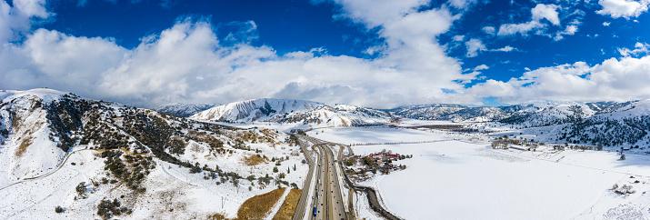 グレープバイン山「カリフォルニア・グレープバインの空中と州間高速道路5号線の雪」:スマホ壁紙(7)