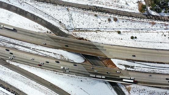 グレープバイン山「カリフォルニア・グレープバインの空中と州間高速道路5号線の雪」:スマホ壁紙(4)