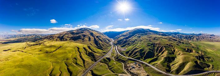 グレープバイン山「カリフォルニア州グレープバイン、高速道路のフリーウェイ 5 農地のアンテナ」:スマホ壁紙(0)