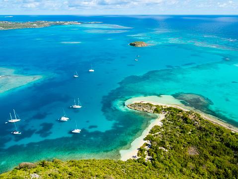 Central America「West Indies, Antigua and Barbuda, Antigua, aerial view, Green Island, Green Bay」:スマホ壁紙(1)