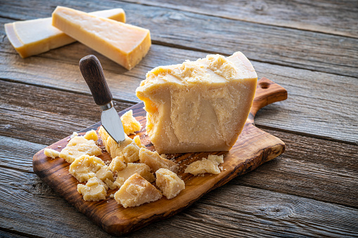 Appetizer「Parmesan Reggiano cheese on cutting board」:スマホ壁紙(10)