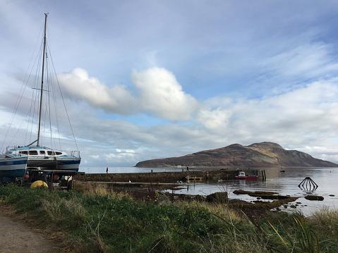 Island of Arran「Holy Isle from old pier Arran, Scotland」:スマホ壁紙(4)