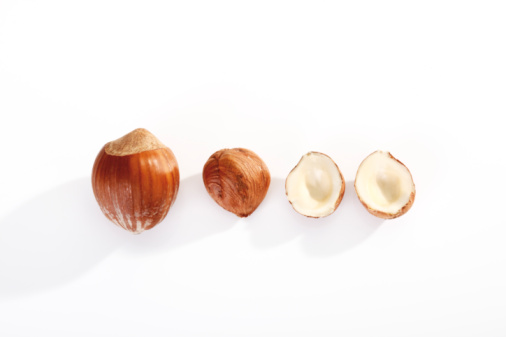 Nut - Food「Hazelnuts in a row, elevated view」:スマホ壁紙(10)