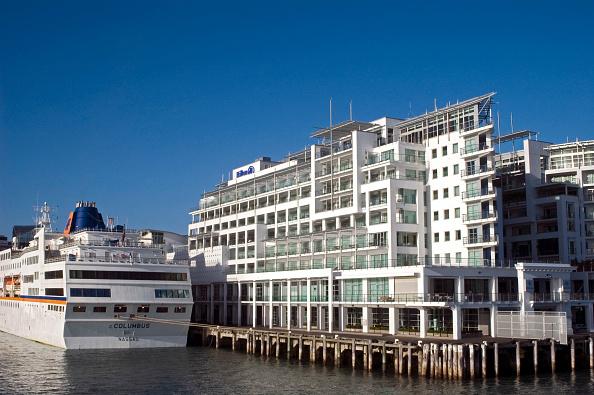 Passenger Craft「Cruise Ship outside the Hilton, Auckland, New Zealand」:写真・画像(12)[壁紙.com]