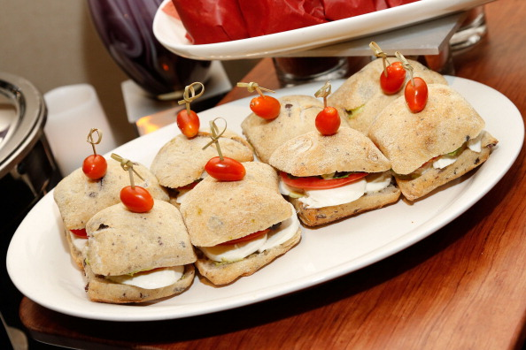 Salad「The 55th Annual GRAMMY Awards - Behind The Scenes Kitchen Tour And Suite Menu Tasting」:写真・画像(13)[壁紙.com]