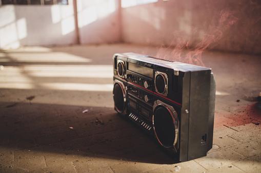 1980-1989「Radio」:スマホ壁紙(19)
