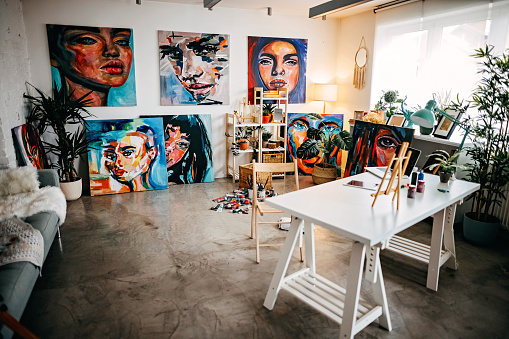 Hobbies「Studio of successful artist」:スマホ壁紙(10)