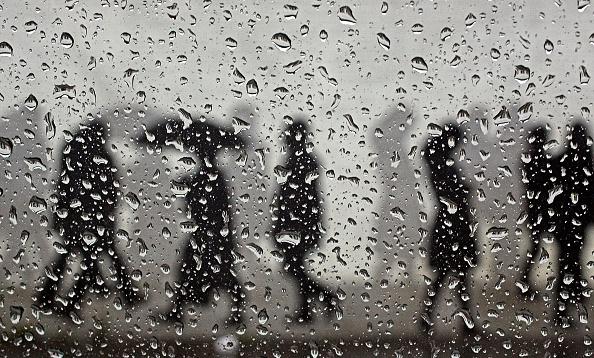 Shower「Winter Blues Beckon As Daylight Hours Foreshorten」:写真・画像(10)[壁紙.com]