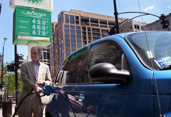 Scott Olson「U.S. Gas Prices Average Above 4 Dollars A Gallon」:写真・画像(3)[壁紙.com]