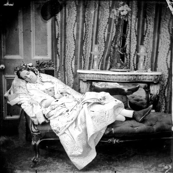 Sofa「Napping Woman」:写真・画像(3)[壁紙.com]