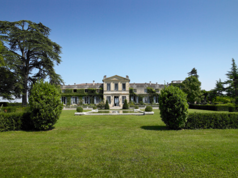 France「France, Bordeaux, Sainte Ferme, Chataeu, view from lawn」:スマホ壁紙(2)