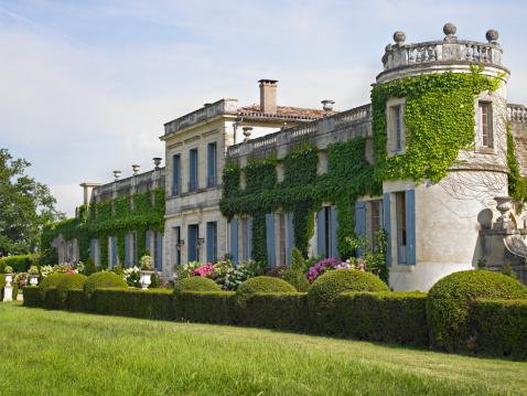 Nouvelle-Aquitaine「France, Bordeaux, Saint Ferme. Ivy-covered stone manor house.」:スマホ壁紙(3)