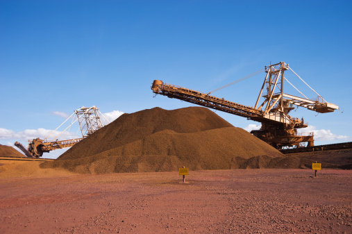 Mill「Reclaimer Stacker and Stockpile on Iron Ore Mine Site」:スマホ壁紙(5)
