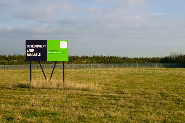 No People「Brownfield site advertised for new land development」:写真・画像(11)[壁紙.com]