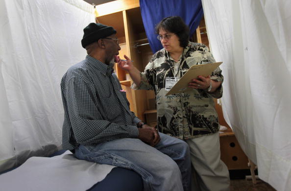 John Moore「Thousands Receive Free Medical Treatment At The Forum In Los Angeles」:写真・画像(14)[壁紙.com]