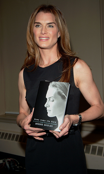 Hardcover Book「Brooke Shields Book Signing At Barnes And Noble」:写真・画像(13)[壁紙.com]