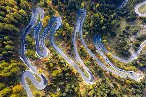 Hairpin Curve「Spectacular Hairpin Road, Swiss Alps, Aerial Top View」:スマホ壁紙(5)