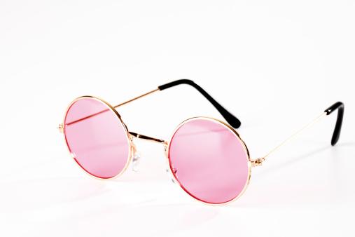 Pleading「Pink metal-rimmed spectacles」:スマホ壁紙(4)