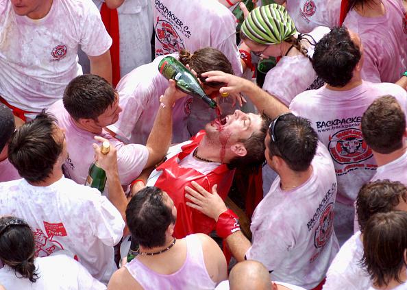 Red Wine「Annual Pamplona Bull Run」:写真・画像(2)[壁紙.com]